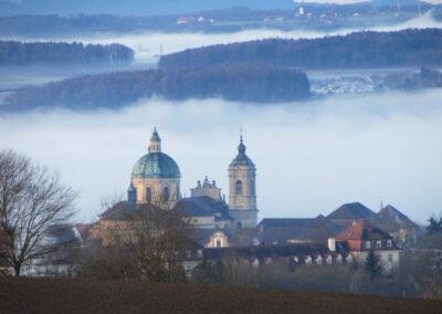 H.P. Götze: Überagende Basilika